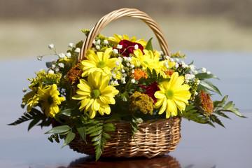 Obraz Koszyk kwiatów - fototapety do salonu