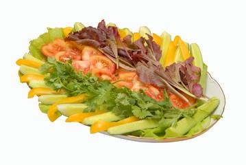 Овощное ассорти на блюде, изолят.