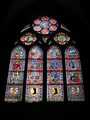 Foto op Plexiglas Stained Cathédrale de Fribourg-en-Brisgau : vitrail en contre-plongée