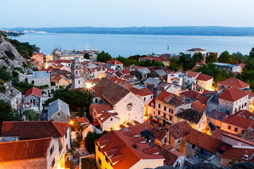 Fotomurales - Aerial View on Illuminated Town of Omis in the Evening, Croatia