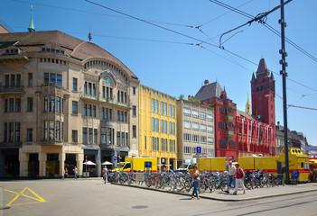 Marktplatz , place au centre vlle de Bâle.