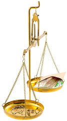 balance, bijoux en or, enveloppe de billets