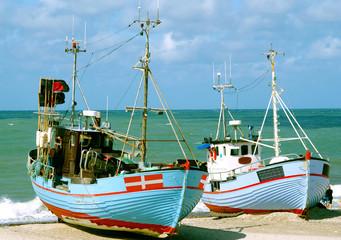 Fischerboote am Strand in Dänemark