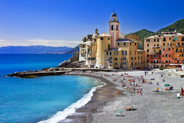 Fototapeten Ligurien colors of sunny Italian coast - Camogli, Liguria