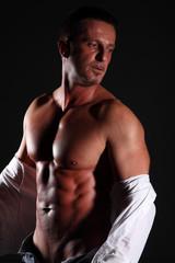 peto di uomo muscoloso