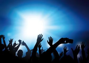 Concert et public bras levés