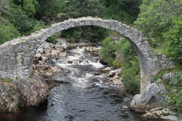 Die Packhorse Bridge in Carrbridge