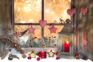 Rustikales weihnachtliches Fenster