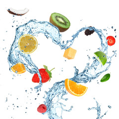 In de dag Opspattend water Fruit with water splash heart over white