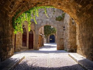 Fototapete - Medieval arched street in the old town of Rhodes, Greece