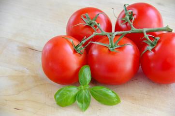 Tomate mit Basilikum