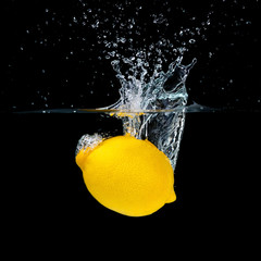 Deurstickers Opspattend water Lemon Splashing