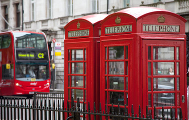 Telefonzellen mit Doppeldeckerbus in London