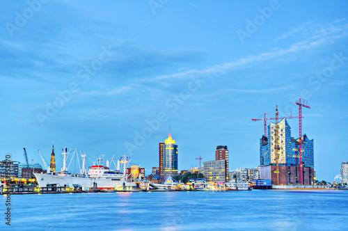 skyline hamburg stockfotos und lizenzfreie bilder auf bild 43953570. Black Bedroom Furniture Sets. Home Design Ideas