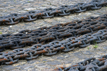 Abstract of thick rusty chain