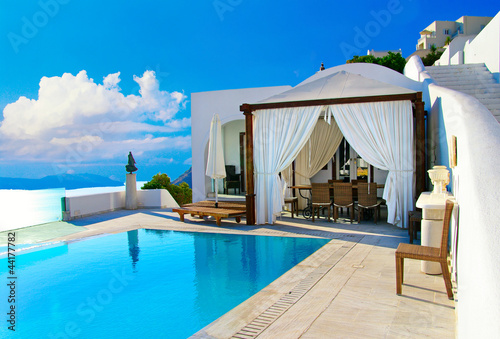 Снять коттедж в греции на май дешево