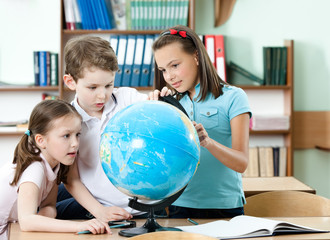 Pupils find something at the school globe