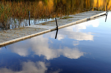 Papiers peints Jetee Jetty in a Swedish lake at autumn when bathing season is over