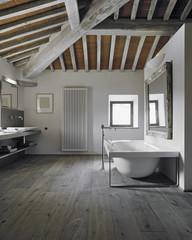 Cerca immagini soffitto di legno - Bagno nel sottotetto ...