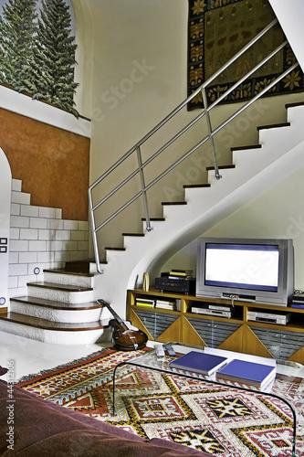 Scala in muratura nel soggiorno moderno immagini e - Scala soggiorno ...