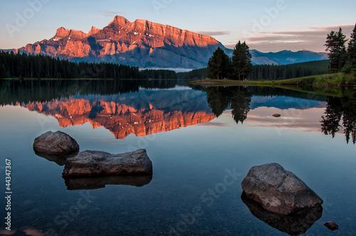 Fototapete Mountain Reflection in Lake Minnewanka