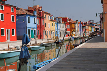 Foto op Aluminium Venetie canal in Burano little village on Venetian lagoon ,vivid painted