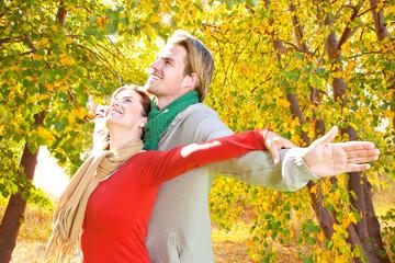 Paar im Herbst