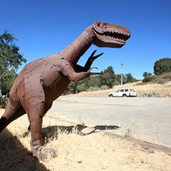 Fotobehang Route 66 Route 66 - Tyrannosaure en fer rouillé