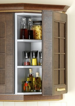 Kitchen case with a set of seasonings