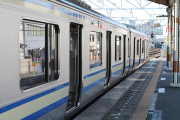 プラットフォームの電車