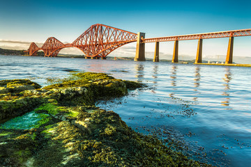 Fond de hotte en verre imprimé Pont Coast in Scotland near the Firth of Forth Bridge
