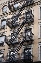 Fototapete - Façade avec escalier de secours - New-York