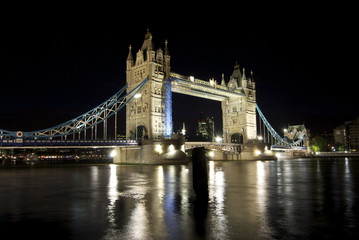 TOWER BRIDGE LONDRA DI NOTTE