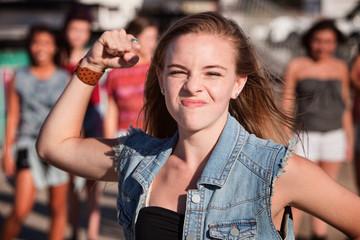 Angry Teenage Girl Fototapete