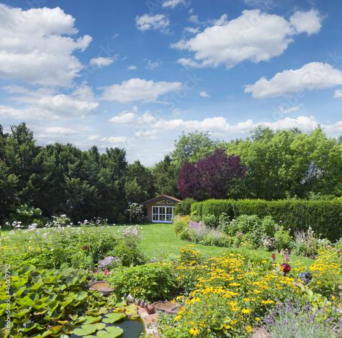 quotgartenanlage mit teichquot stockfotos und lizenzfreie bilder