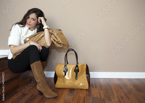 Modelo Posando Con Bolso Stock Photo And Royalty Free Images On