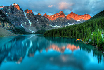 Photo sur cadre textile Bestsellers Moraine Lake Sunrise Colorful Landscape