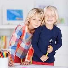 schwestern im kinderzimmer
