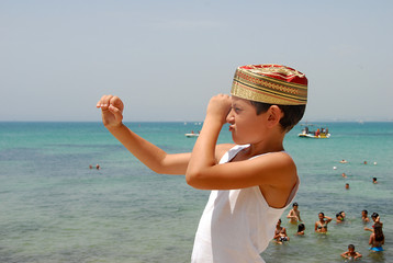 enfants sur la plage d'Hammamet