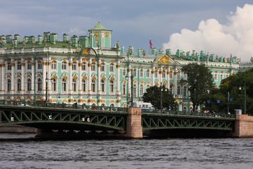 L'Ermitage et le fleuve Neva