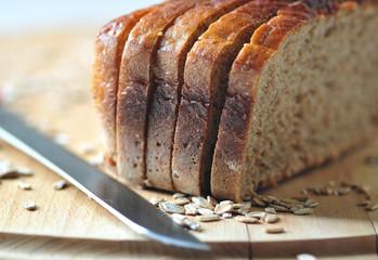 Fototapeta Chleb razowy na desce obraz