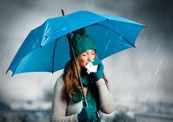 umbrella 04/Frau mit Taschentuch und Regenschirm beim niesen