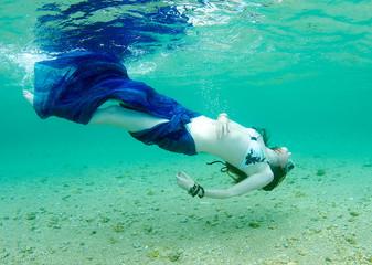 Woman swim twisting