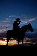 Fototapete - Cowboy holding hat horse sunset