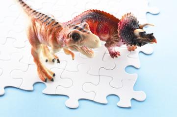 パズルと恐竜の玩具