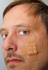 Pflaster im Gesicht