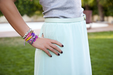 Modelo con pulseras