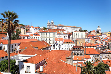 Blick auf Alfama vom Miradouro Santa Luzia, Lissabon