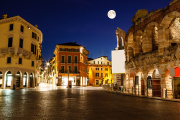 Fotobehang Volle maan Full Moon above Piazza Bra and Ancient Roman Amphitheater in Ver
