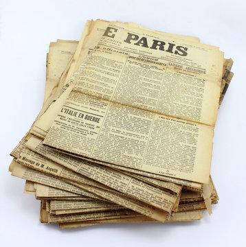 Tas d'ancien journaux 1914 1918 - Paris